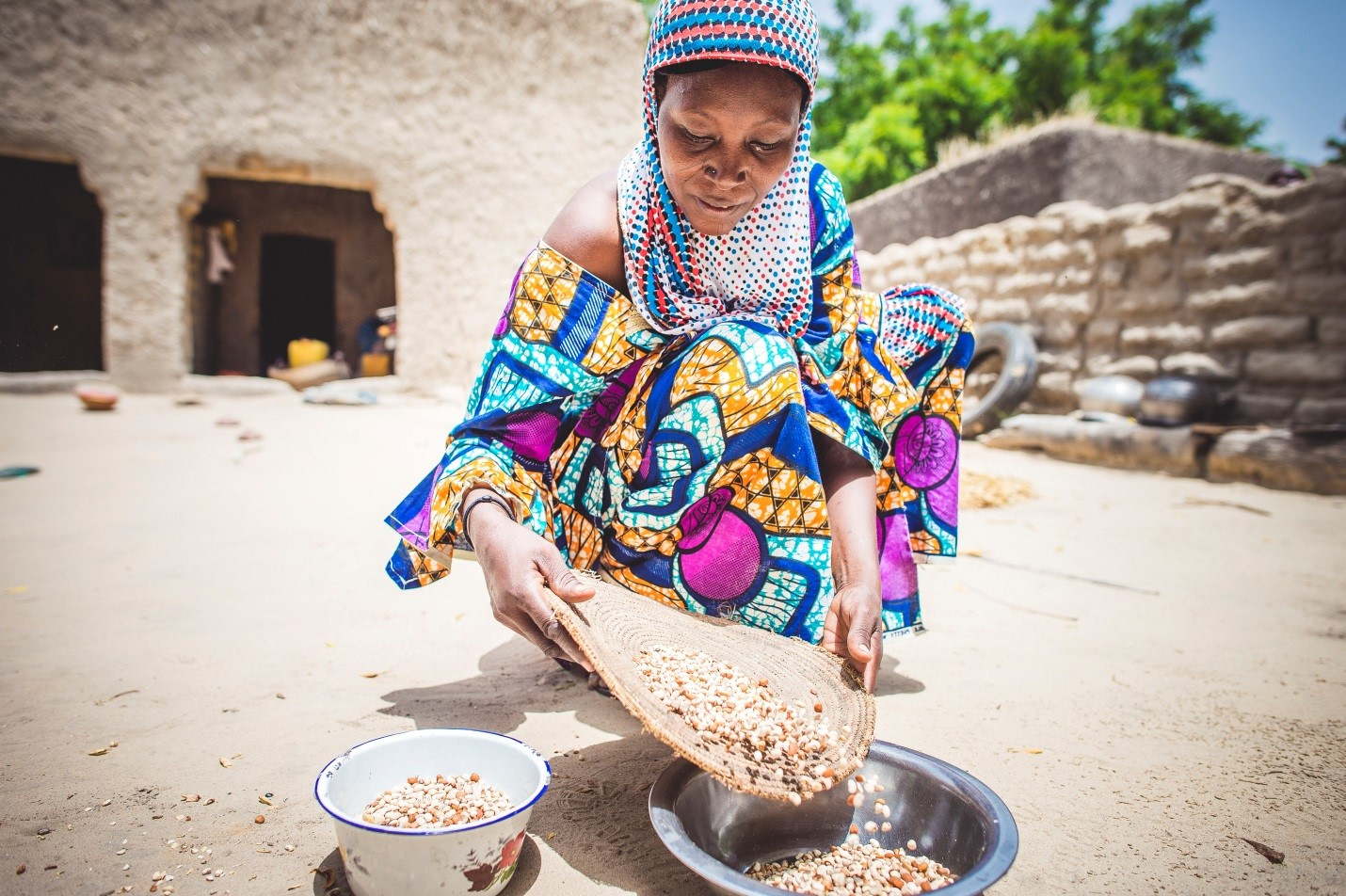 woman_with_grain_Sean_Sheridan_for_MercyCorps