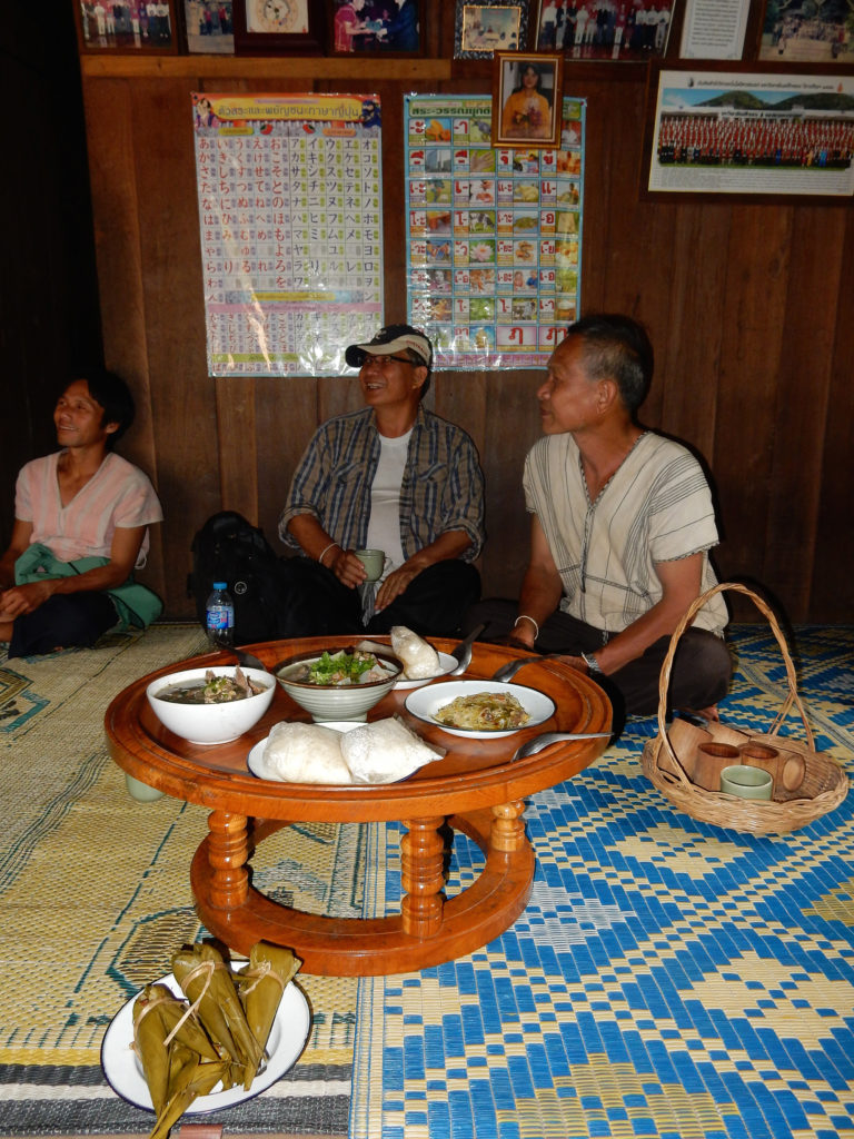 A community meeting, fueled by foods from the forest. Copyright: Pernilla Malmer.