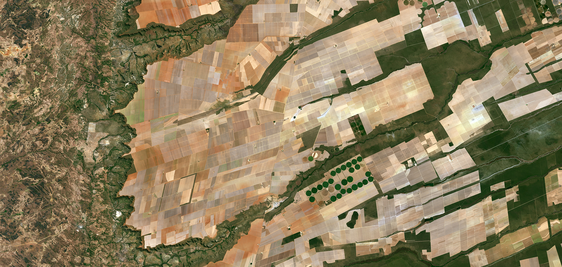 Agricultural landscapes in central-eastern Brazil where the Bahia, Tocantins and Goiás states meet. The area is particularly known for soybean production. Photo: Modified Copernicus Sentinel data, 2016, processed by ESA