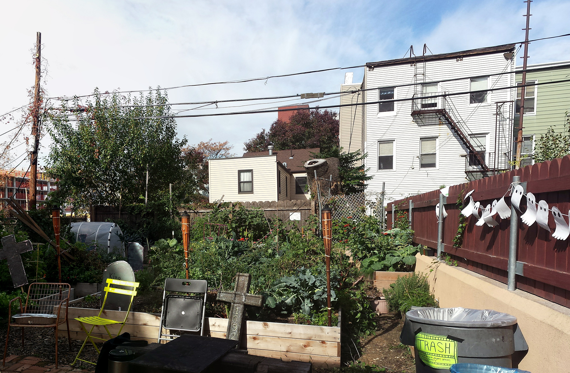Java Street Community Garden is a project of the Open Space Alliance for Northern Brooklyn, which hosts gardening and other classes and activities funded by the GCEF. Photo: Johanna Jelinek Boman.